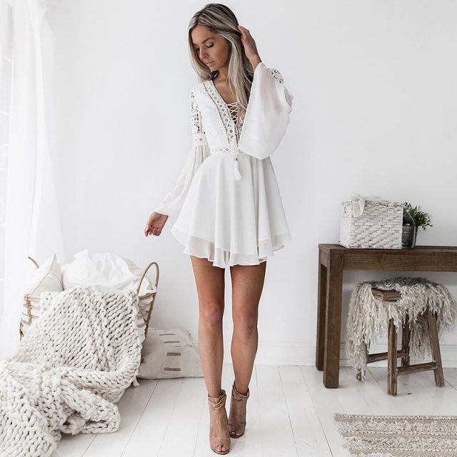 Szyfonowa sukienka z wycięciami Sexy kobiety Mini sukienka Criss krzyż bandaż koronki pół-sheer Plunge dekolt w serek z długim rękawem sukienka czarny/biały